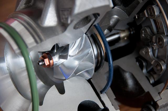 Megbízhatóbb az alumínium tömbből mart kompresszorkerék, mint az öntött