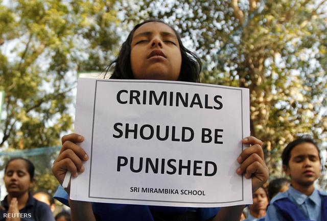 2012 decemberében indiai nők ezrei tüntettek a nők elleni bántalmazások és az elkövetők büntetlensége ellen