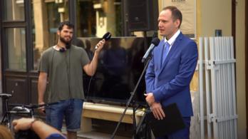 Bödőcs Tibor nem akármilyen korhű beszédben méltatta Hofi Gézát