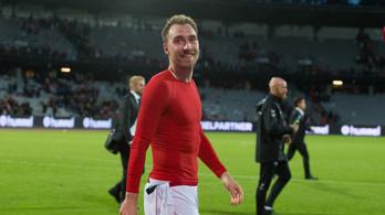 Újra közösségben Eriksen a dánok negyeddöntője előtt – kép!