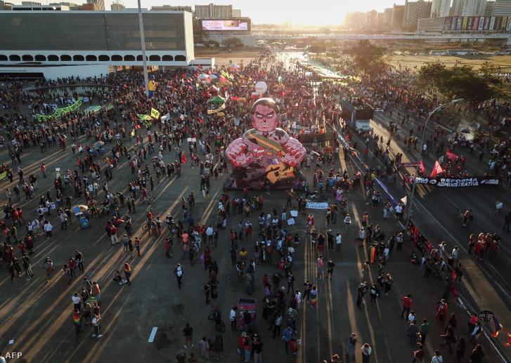 TüntetőkBrazíliavárosbanjúlius3-án