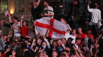 Elázva ünnepelték az elődöntőbe jutást az angol és a dán szurkolók