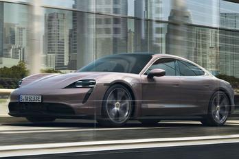 Váratlan leállások miatt hívják vissza a Porsche Taycant