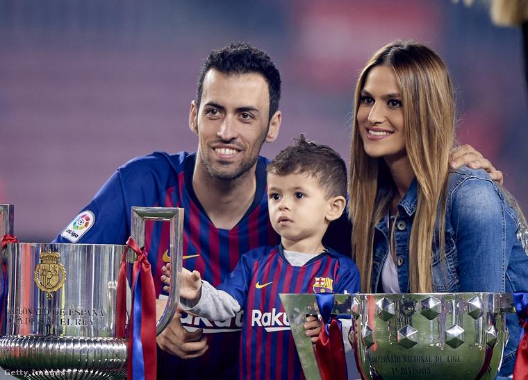 Ezen a 2018-as képen idősebbik fiukkal, Enzóval láthatók, a kisebbiket Levinek hívják