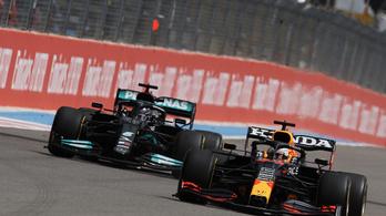 Lewis Hamilton karmok nélküli kismacskává változott