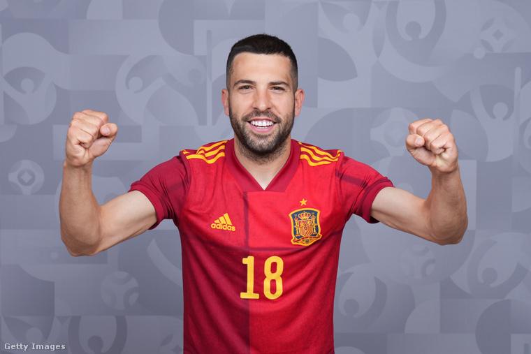 Innentől a spanyol csapat néhány illusztris tagjával folytatjuk a lapozgató második felében, legyen az első mondjuk a 32 éves Jordi Alba - és szerelme, Romarey Ventura.
