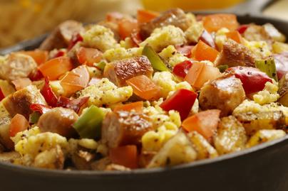 Krumplival és zöldségekkel dúsított parasztrántotta - Biztosan nem maradsz utána éhes