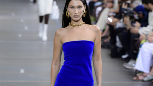 És még nem is Bella Hadidé volt a legkihívóbb ruha ezen a bemutatón