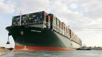 Egyiptom visszaadja a Szuezi-csatornából kiszabadított hajót