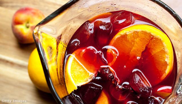 A narancsszeleteket csak tálaláskor add hozzá, másképp keserű lehet.