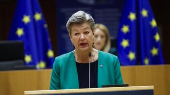 Véget vetne a gyerekek internetes zaklatásának az Európai Bizottság