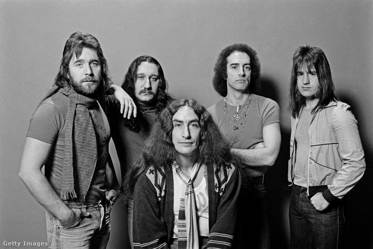 A Uriah Heep 1976-ban, elől középen John Lawton