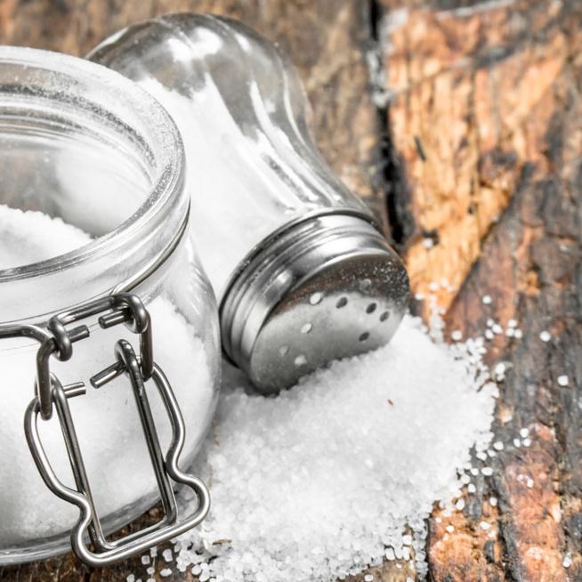 A só nem csak főzésnél jöhet jól: műanyagot és fémet is tisztíthatsz vele