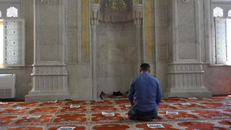 A muszlim ország, ahol sört csapolnak, a baltás gyilkos pedig irodalmár