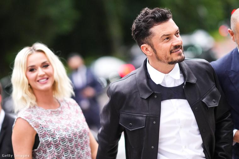 Hétfő este a Louis Vuitton divatház parfümdivíziója gálavacsorát adott Párizsban, és a két leghíresebb vendég Katy Perry énekesnő és Orlando Bloom színész voltak