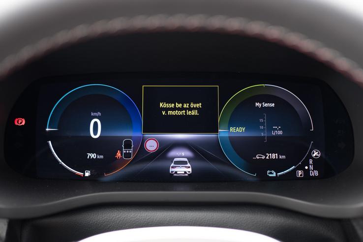 Ebben is megvan a Renault szép digitális műszeregysége