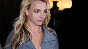 Britney Spears nyugdíjba ment, menedzsere felmondott, közeli ismerőse kitálalt