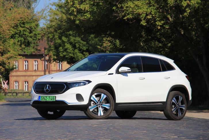 Az EQC-vel vezette be a Mercedes az elektromos autói arculatát. Ezt kapta meg a kisebb EQA is