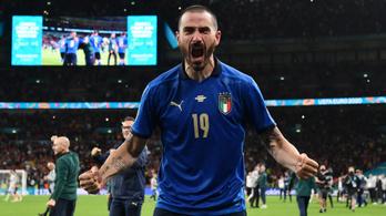 Az Eb legszürreálisabb jelenete? Szurkolónak hitték az olasz játékost, nem engedték vissza a pályára
