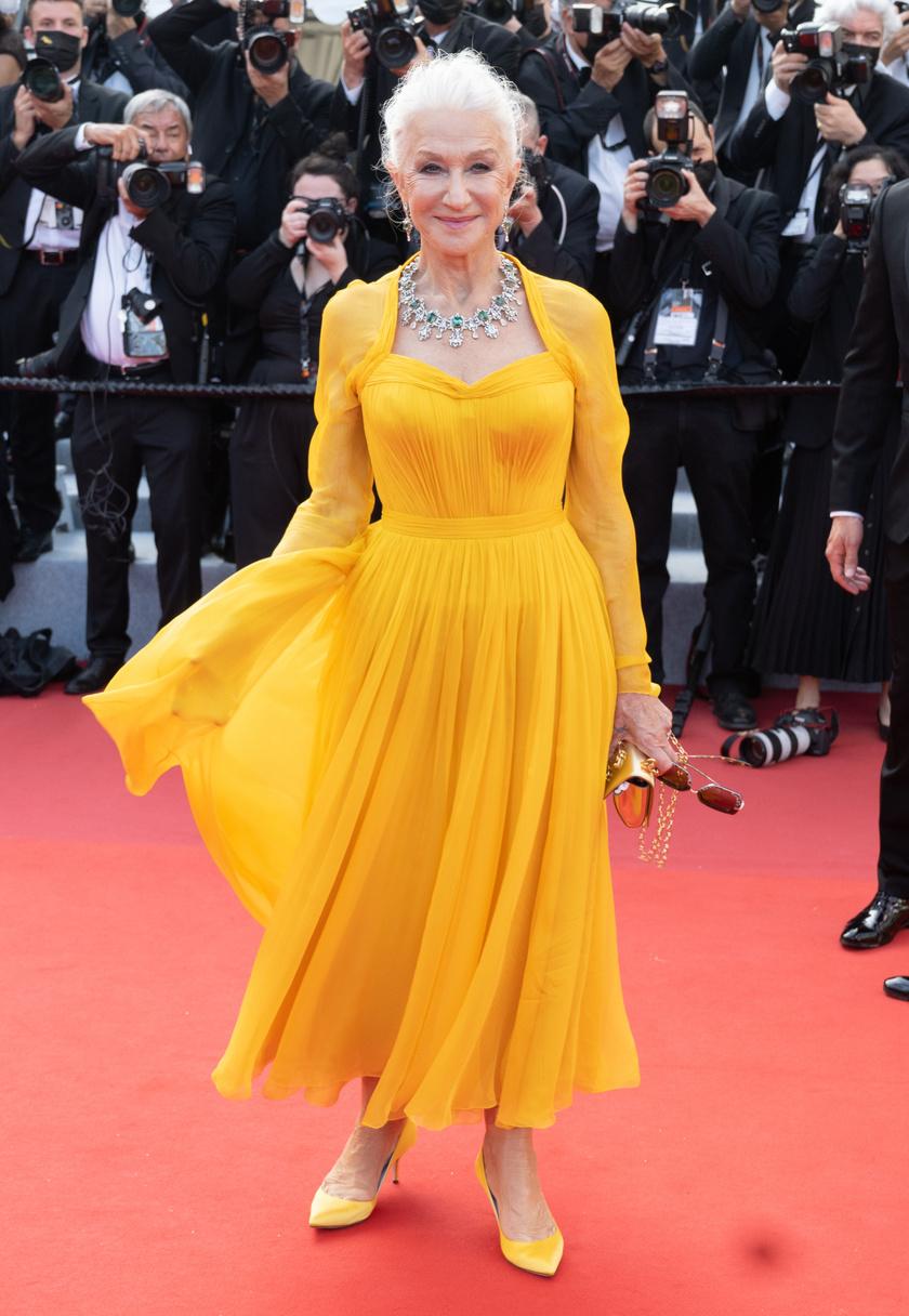 Helen Mirren egy Dolce & Gabbana estélyiben tündökölt a filmfesztiválon.