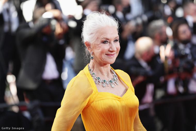 A 75 éves színésznő megjelenésén legfeljebb olyan szempontból láthatunk változást, hogy egy kicsit mintha megnövesztette volna a haját