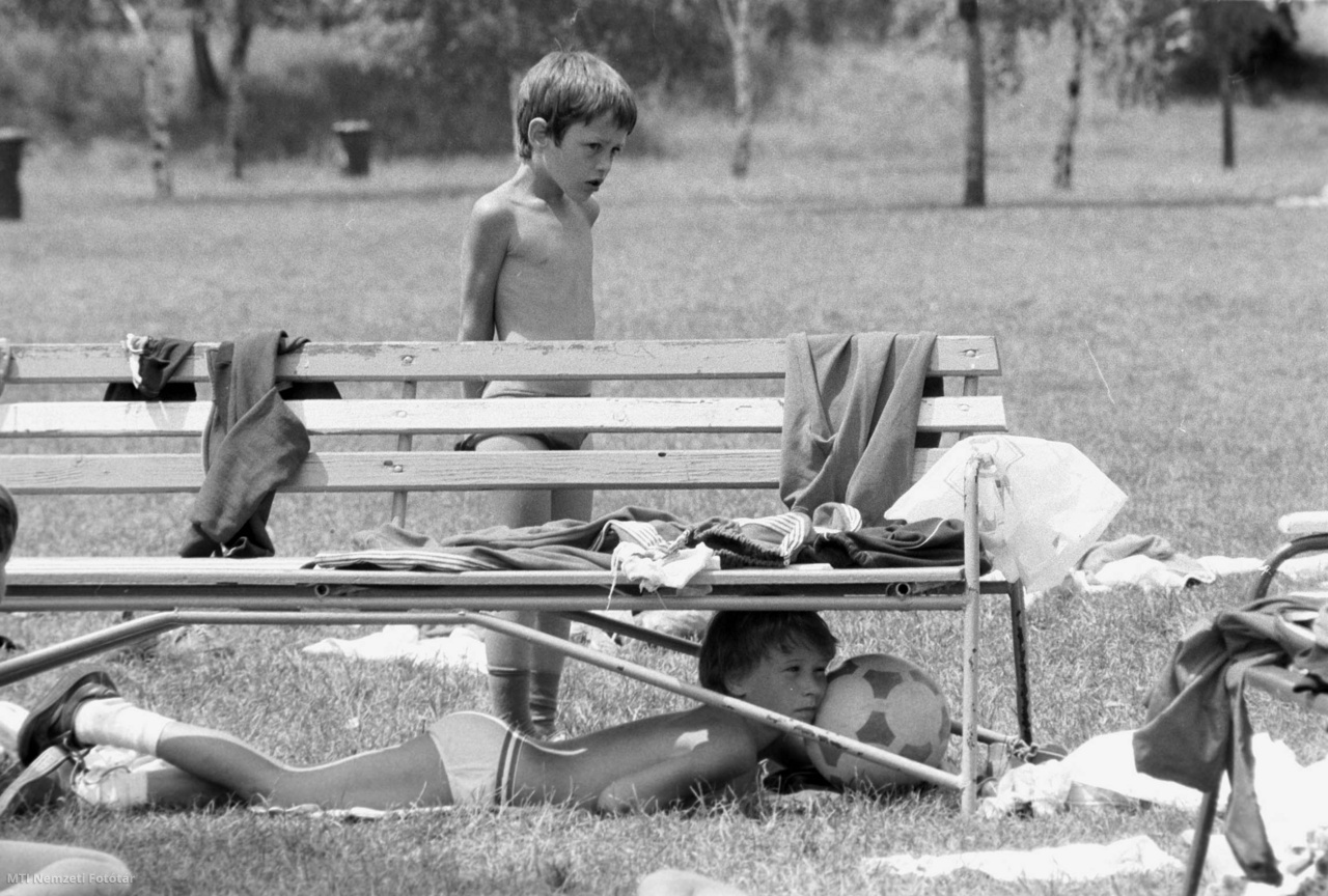 Sport napközis tábor nyílt 1983. június 24-én az IBUSZ Sportirodájának szervezésében a Palatinus strandon. A 6-10 éves gyermekek a nyári hónapokban edzői felügyelettel játékos formában ismerkednek a különféle sportágakkal.