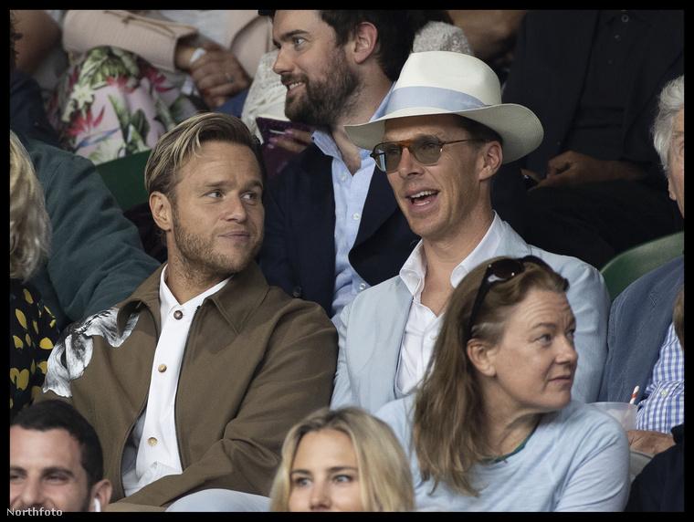 Társaságában pedig Olly Murs előadóművész látható, bár aki Benedict Cumbertbatchért kattintott erre a kurta képválogatásra, annak alighanem érdekesebb a színezett napszemüveg (vagy talán fényre sötétedő szemüveg?).