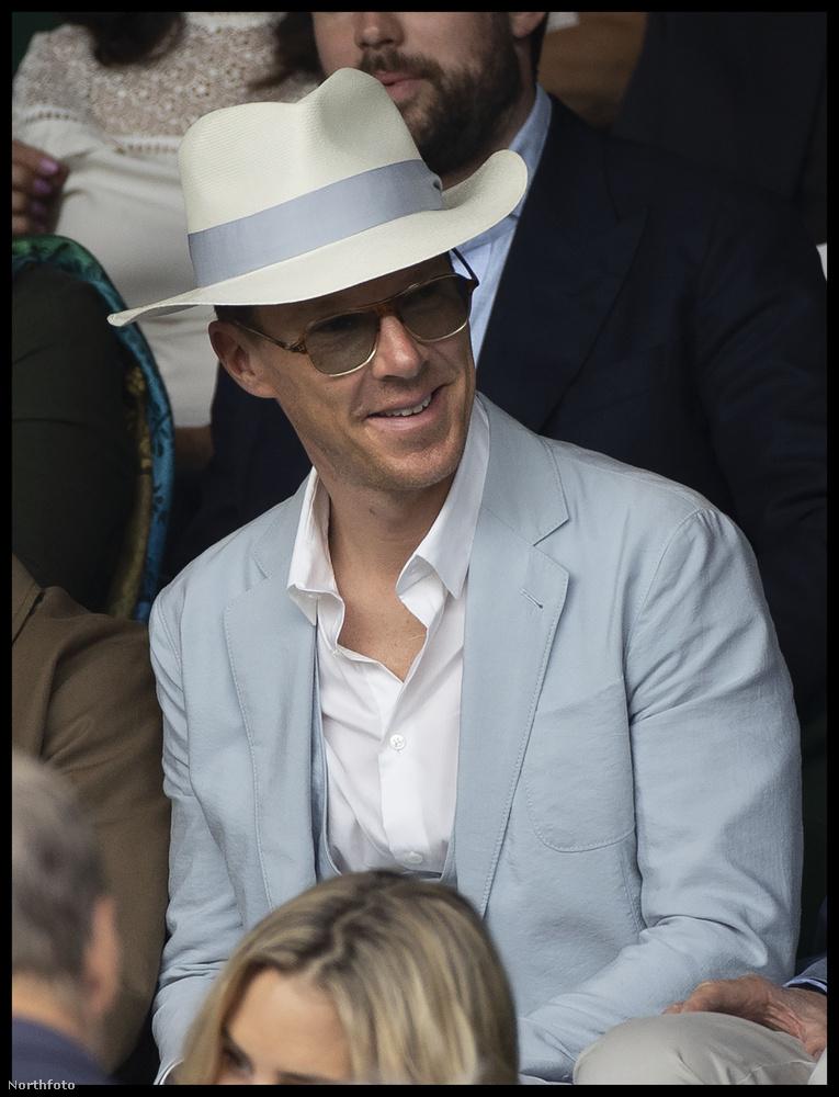 Van-e britebb annál, mint hogy egy jólöltözött, lazán elegáns úr nyári kalapban élvezi mindazt, amit Wimbledon adhat? Aligha.