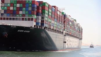 Száz nap után újra útnak indult a Szuezi-csatornában rekedt óriáshajó