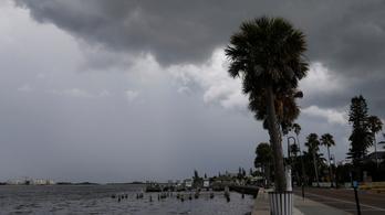 Milliók várják rettegve, hogy az Elsa hurrikán milyen pusztítást hoz Floridára