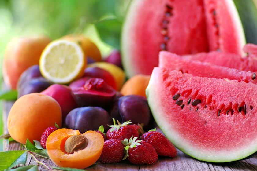 Mikor vegyél dinnyét, és mikor barackot? 6 gyümölcs, ami a szezonjában a legfinomabb
