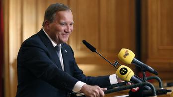 Nem menekül hivatalából a svéd miniszterelnök, újraválasztották