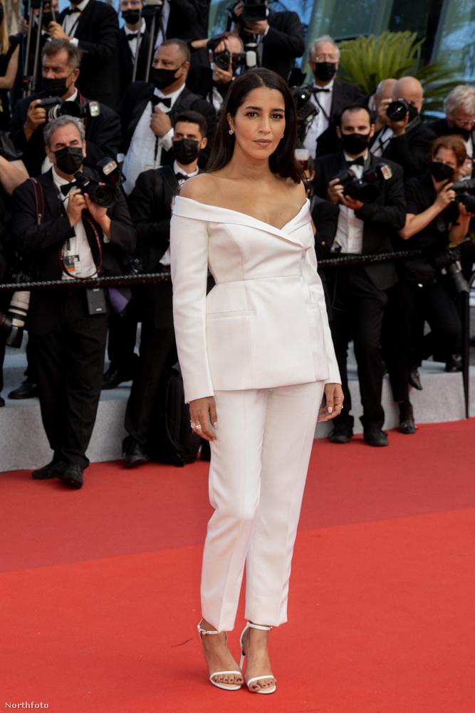 Leïla Bekhti algériai származású francia színésznő az utóbbi idők legérdekesebb nadrágkosztümében (Givenchy Haute Couture) mutatkozott,