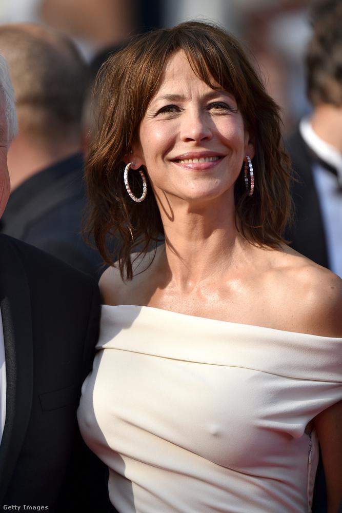 Tegnap már írtunk arról, hogy az idei Cannes-i Filmfesztiválon az igazán nagy nevek a megszokottnál természetesebb külsővel mutatkoztak - most itt az idő megnézni azt is, ki mit vett fel