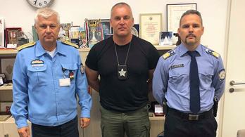 Magyar sheriff tanítja a sokkoló használatát a közszolgálatin