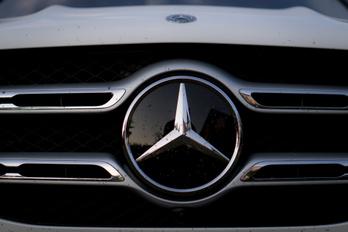 Csalószoftver miatt perelik a Mercedest
