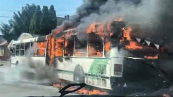 Teljesen kiégett a Volánbusz egyik csuklósa