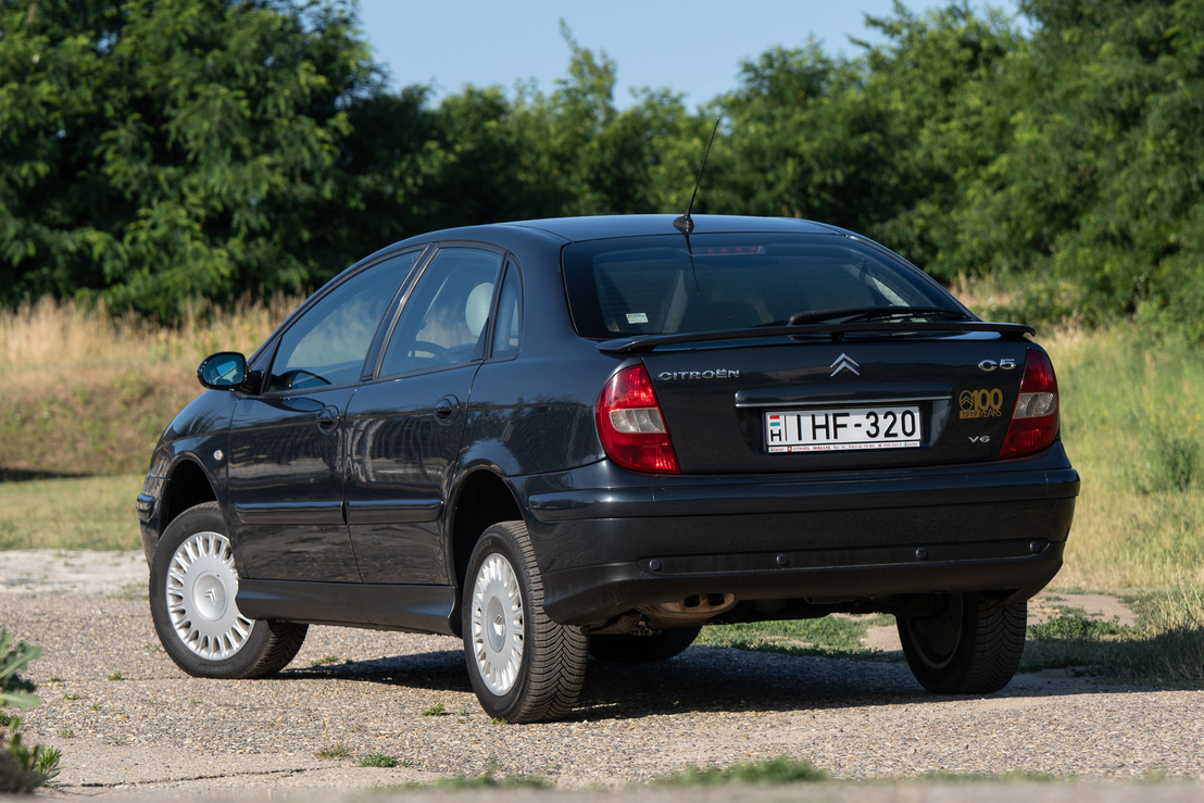 Ha nincs sár, terepen sem elveszett egy hidrós Citroën