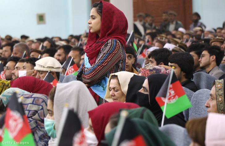 Afgán civilek tüntetnek a békéért