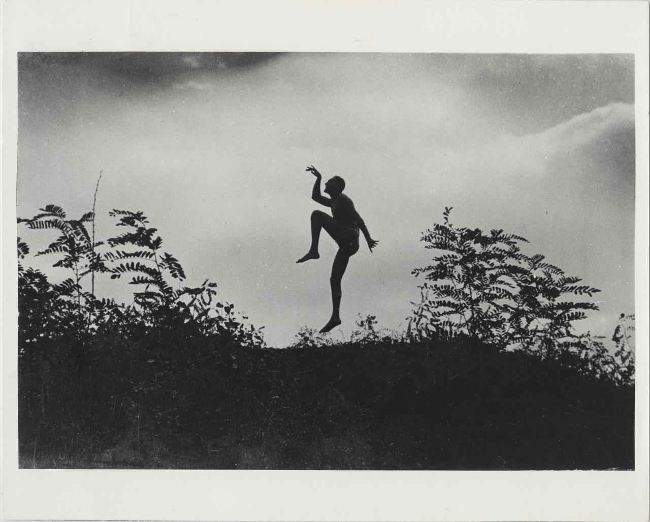 Szabadban táncoló férfi, Dunaharaszti 1919. június