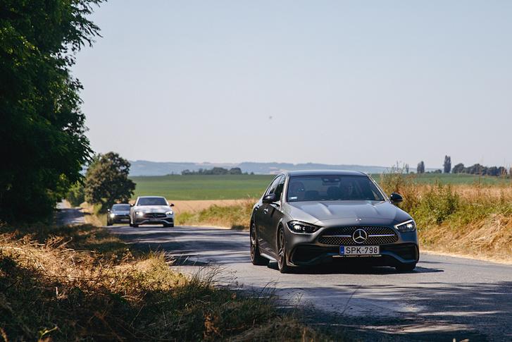 Acélrugós alap futóművel sem gond a kanyarvadászat, de nem olyan izgalmas, mint egy BMW 3-asban