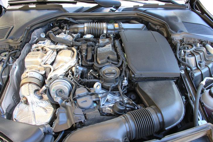 Jó választásnak tűnik a 220 d jelzésű átdolgozott, kétliteres dízelmotor. Jól húz és keveset fogyaszt
