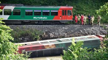 Kisiklott egy vonat iskolásokkal az osztrák Alpokban