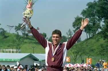 A magyar öttusázó 1988-ban csapatban és egyéniben is aranyérmet nyert. Ki ő?
