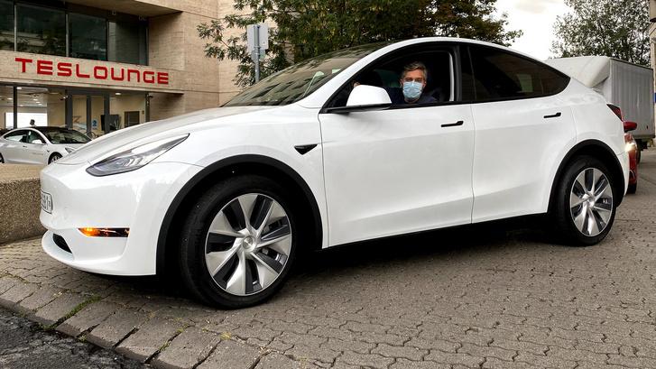 Ez a kép kizárólag az Elon Maszk és a Szalon Musk nevek leírása kedvéért készült.