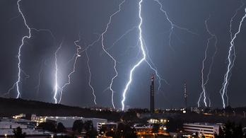 Kíméletlen erővel csapott le a vihar, ki kellett üríteni a gyerektáborokat