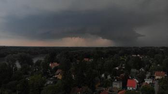 Árvíz, jég, szupercella: Budapest vergődik a vihar fogságában