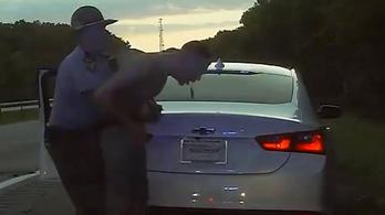 Az igazoltató rendőr mentette meg a marihuánától fuldokló idiótát