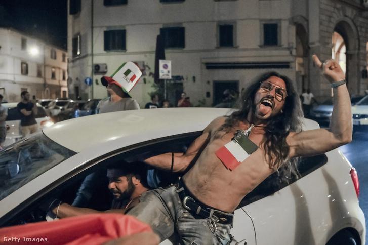 Lelkesek az olasz szurkolók