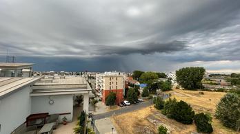 Győrre leszakadt az ég, a víz néhol térdig ér